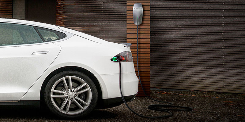 Tesla на зарядке