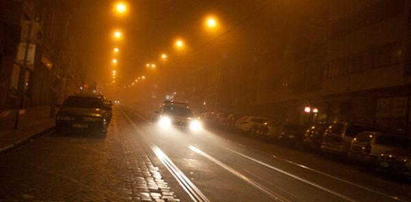 автомобиль на ночной улице