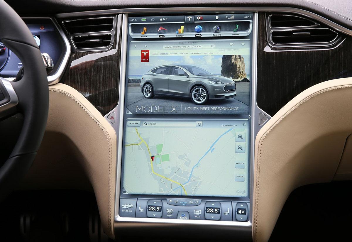 компьютер автомобиля Tesla